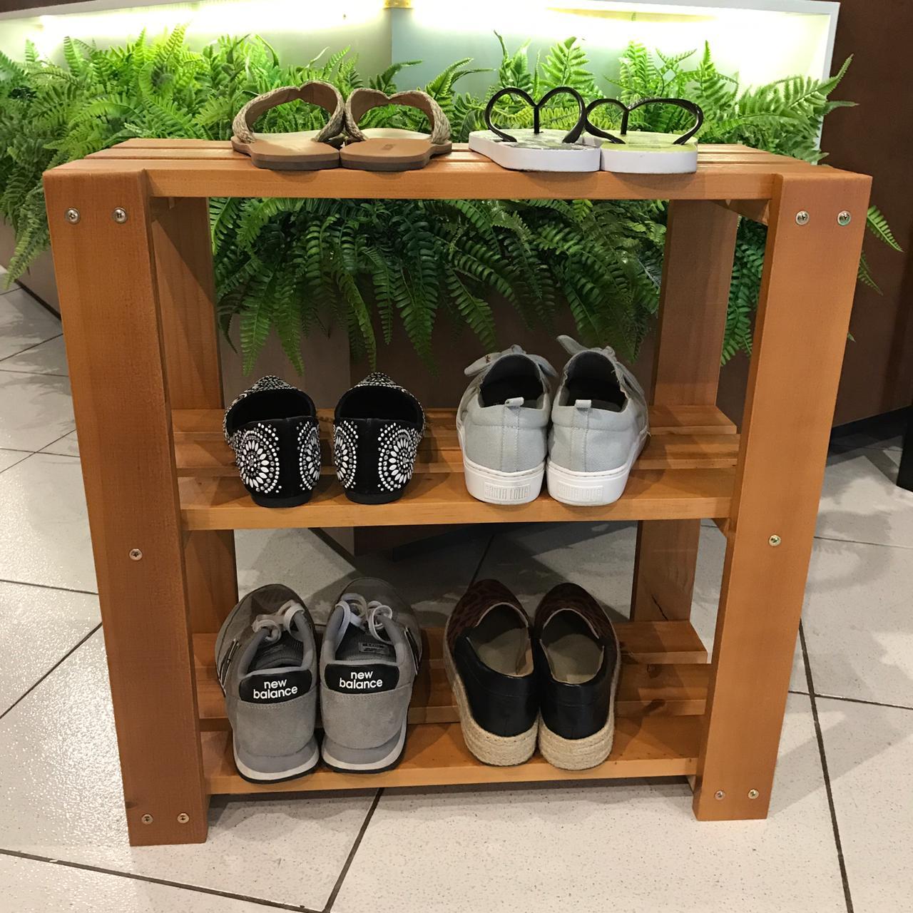 Organizador de Sapatos 3 Andares Sapateira p/ Porta de Casa em Madeira Cor Caramelo