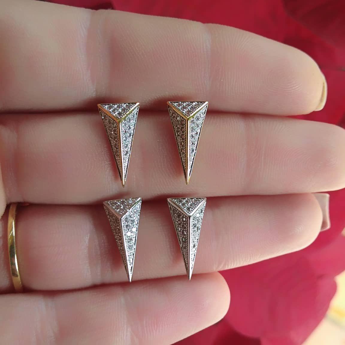 Brinco Triângulo  Com Zircônias