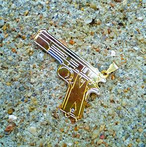 Pingentes Réplicas de Armas e Alvo com Tiros