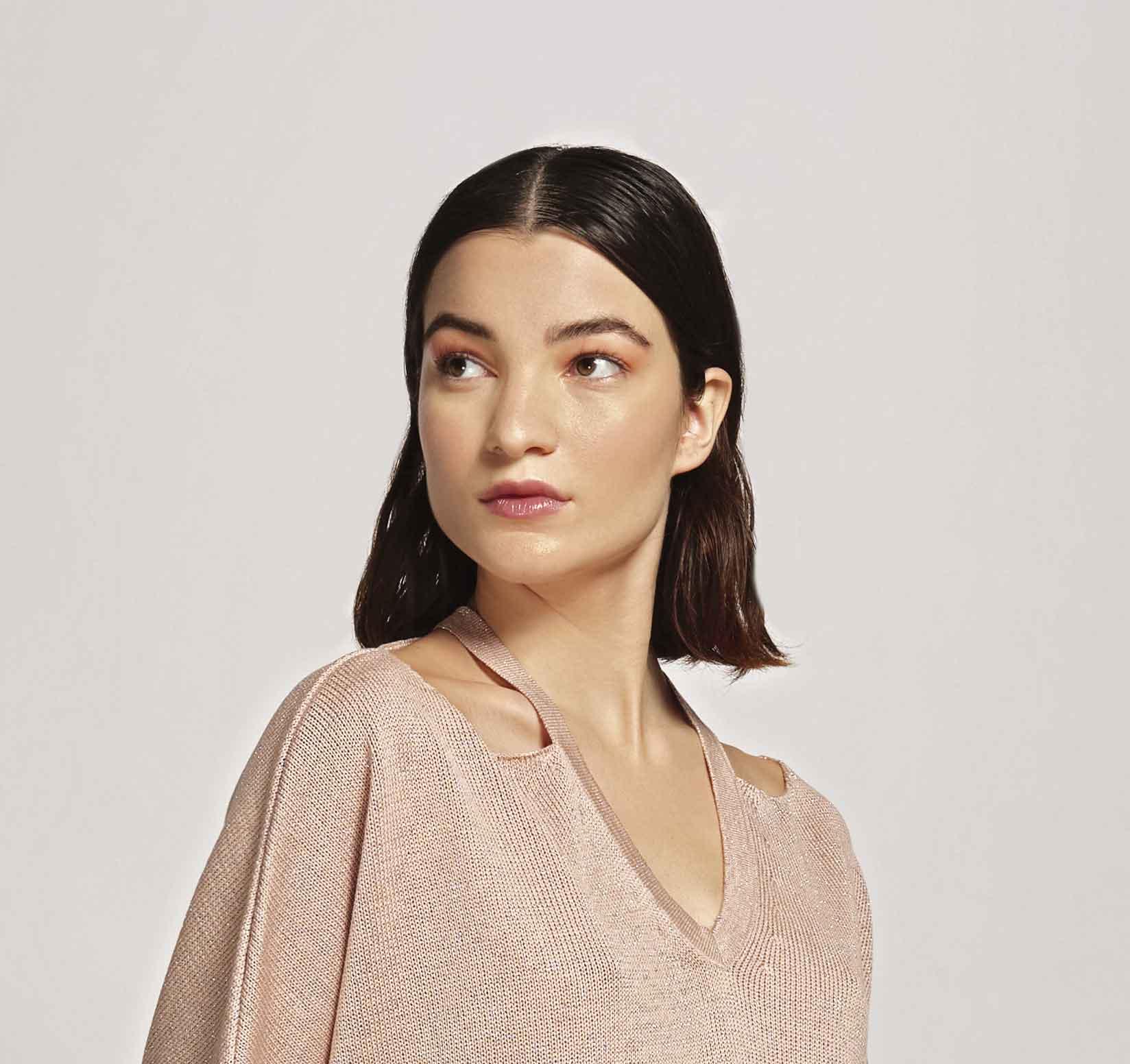 Blusa De Tricot Decote V Com Abertura No Ombro