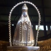Nossa Senhora em Alumínio Fundido e Strass com Altar