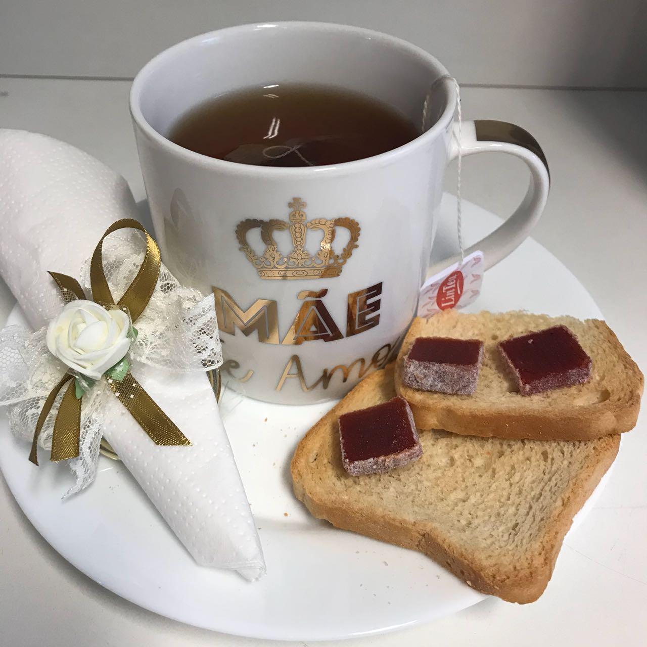 Kit Café da Manhã Dia das Mães Caneca Branca com Dourado