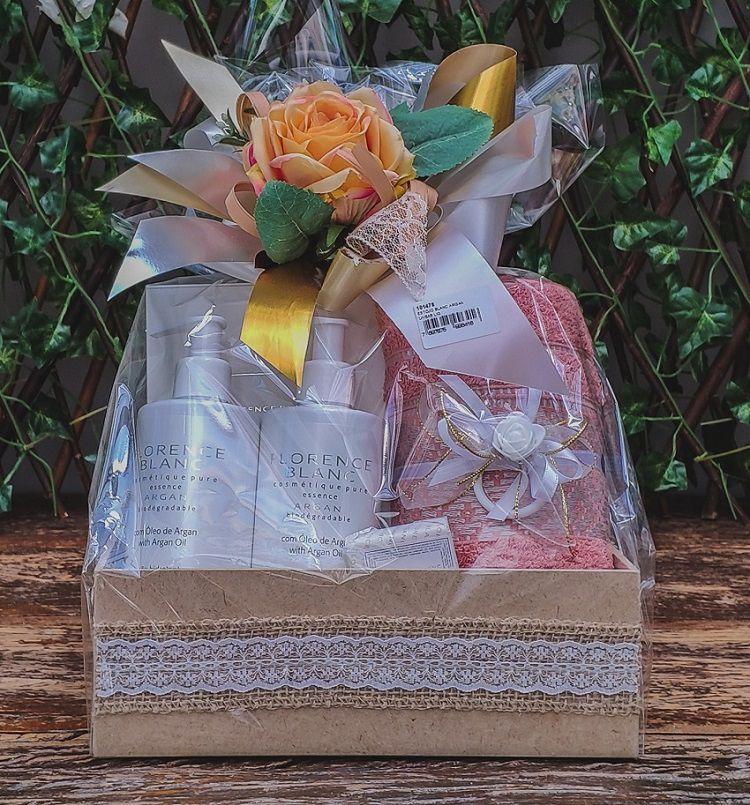 Kit Exclusivo Argan Loção Hidratante, Sabonete Liquido, Toalha e Mimo