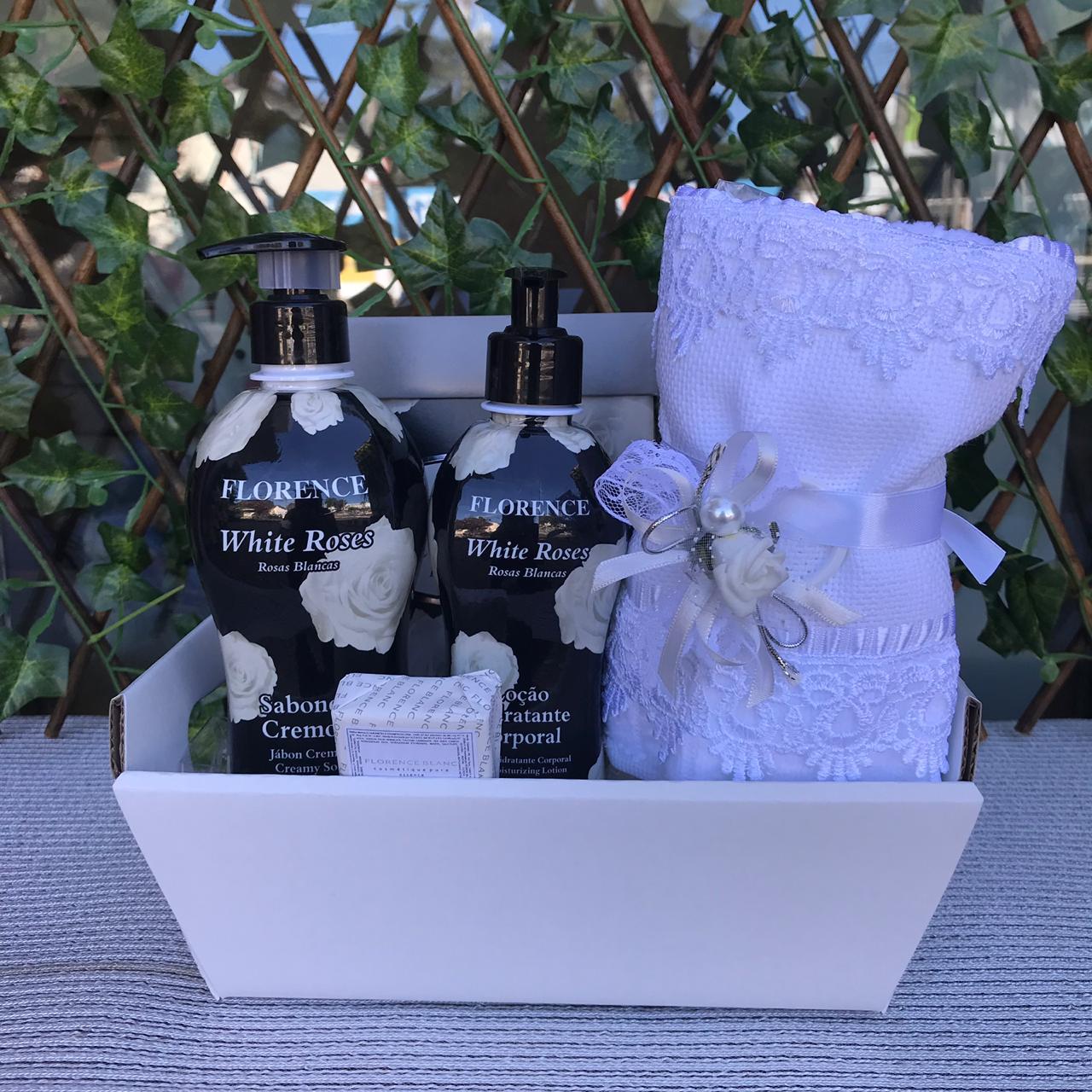 Kit Sabonete e Hidratante White Roses com Toalha
