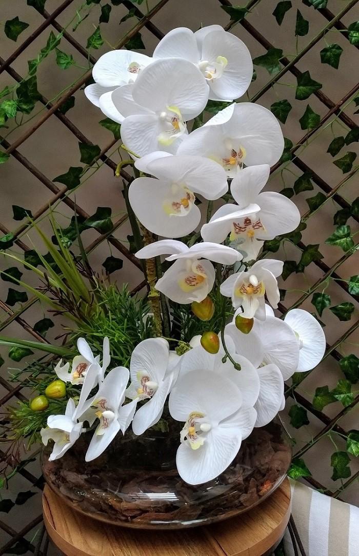 Terrário Redondo Transparente com 2 Orquídeas com Passarinho Branco