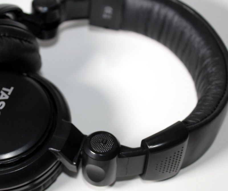 HEADPHONES TASCAM TH-02