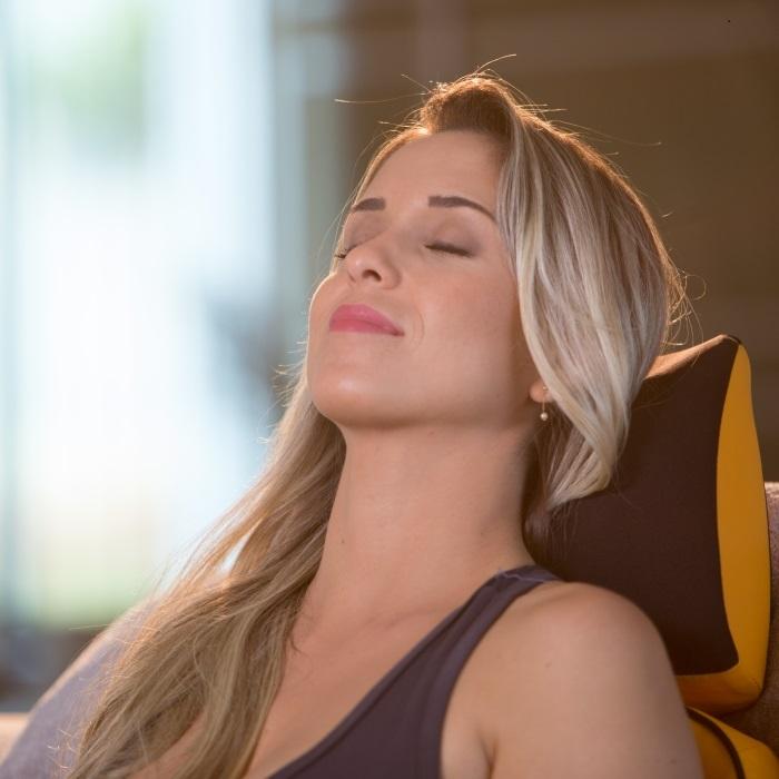 Encosto Massageador BackNeck Gold |Mostruário
