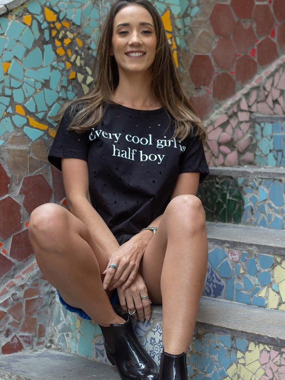 Camiseta Every Cool Girl Is Half Boy