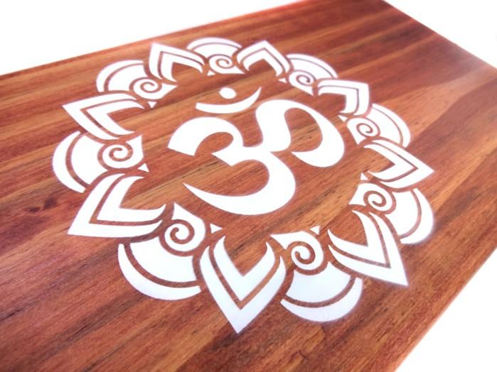 Altar de Madeira Hindu Mantra OM