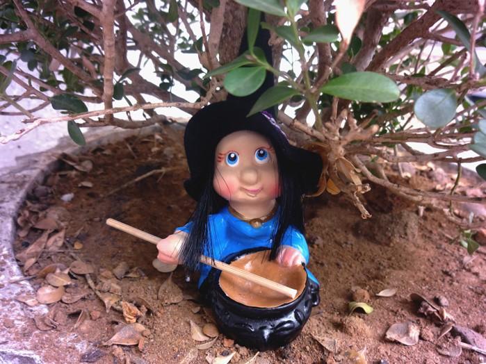 Bruxa Margareth 14 cm Bruxinha do Caldeirão