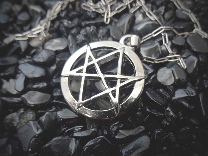 Colar Hexagrama Unicursal Crowley Lei Thèlema 2,5 cm