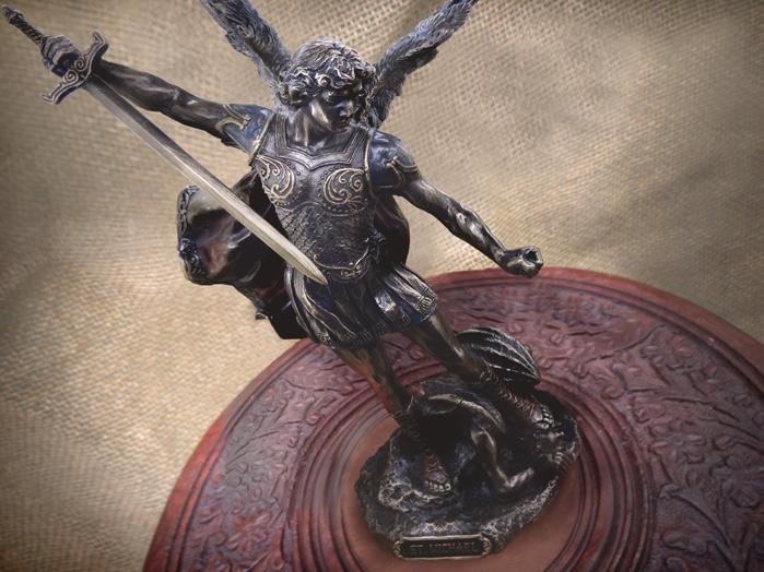 Escultura Imagem de São Miguel Arcanjo  cm Resina Veronese