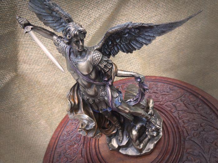 Escultura São Miguel Arcanjo  25 x 10 cm Veronese