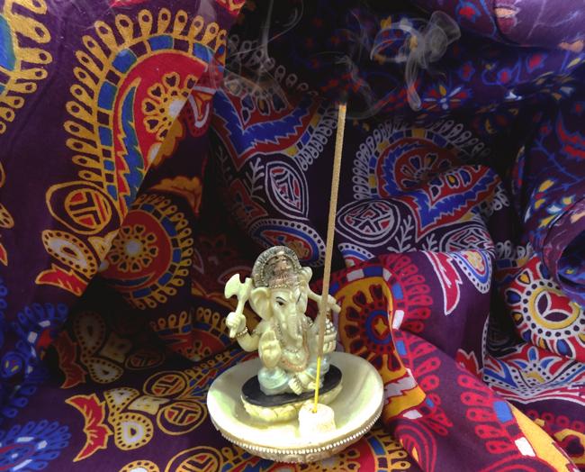 Incensário Imagem Ganesha Marfim