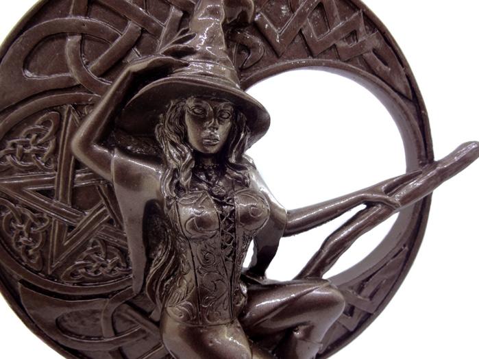 Estátua Bruxa + Cálice de Cobre + Livro dos Feitiços e Encantamentos