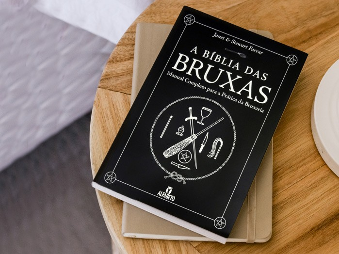 Livro Biblia das Bruxas Janet e Stewart Farrar