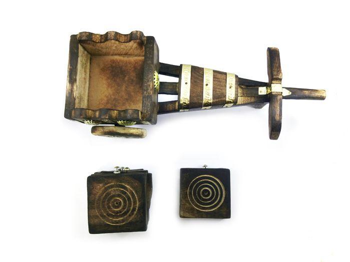 Porta-Copos de Madeira com Suporte de Carroça - 12 x 29 cm