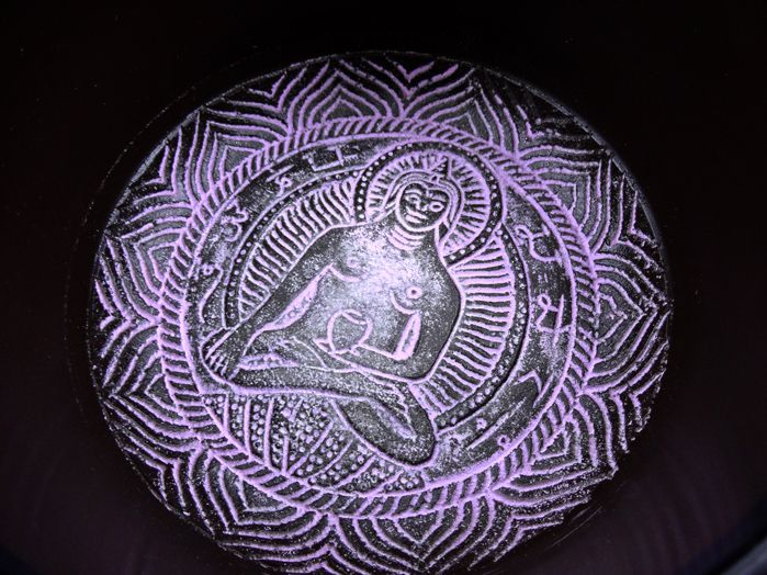 Tigela Tibetana 7 Metais Sagrados 15 x 8 cm -  Marrom com Lilás - Almofada de Brinde