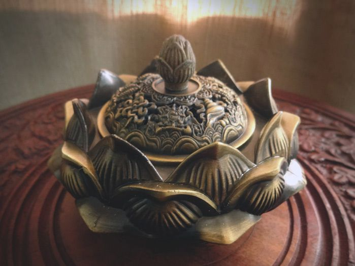 Turibulo Dourado Envelhecido Flor de Lotus