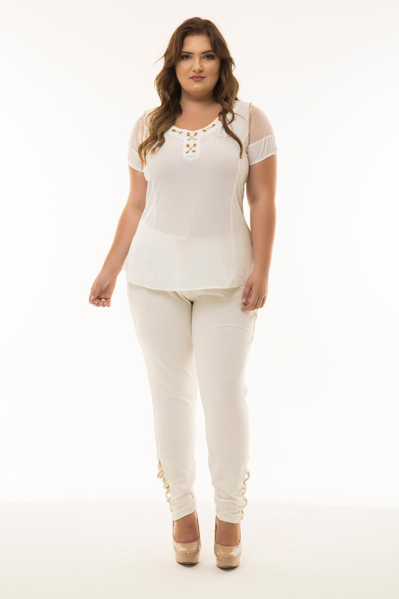 Blusa Plus Size com detalhe em correntes