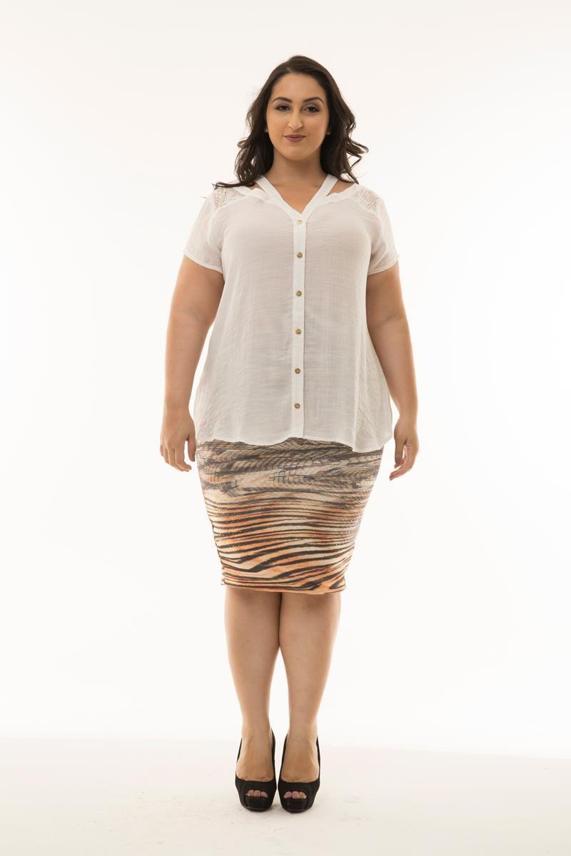 Blusa Plus Size com detalhe renda costas