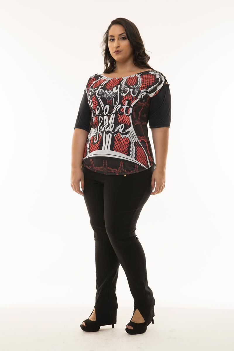 Blusa Plus Size estampada detalhe ombro