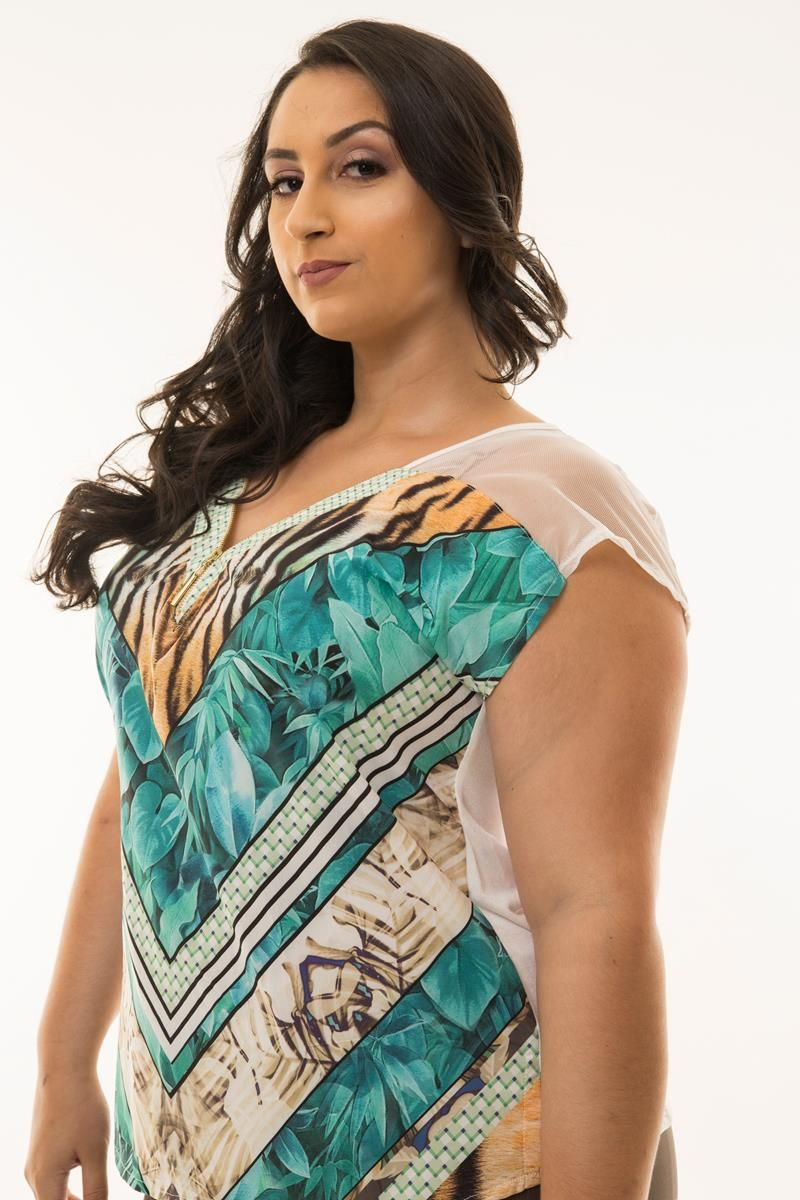 Blusa Plus Size estampada detalhe ziper