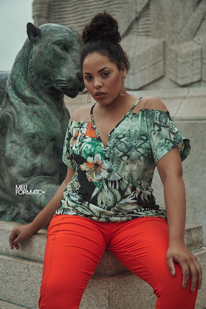 Blusa Plus Size folhas