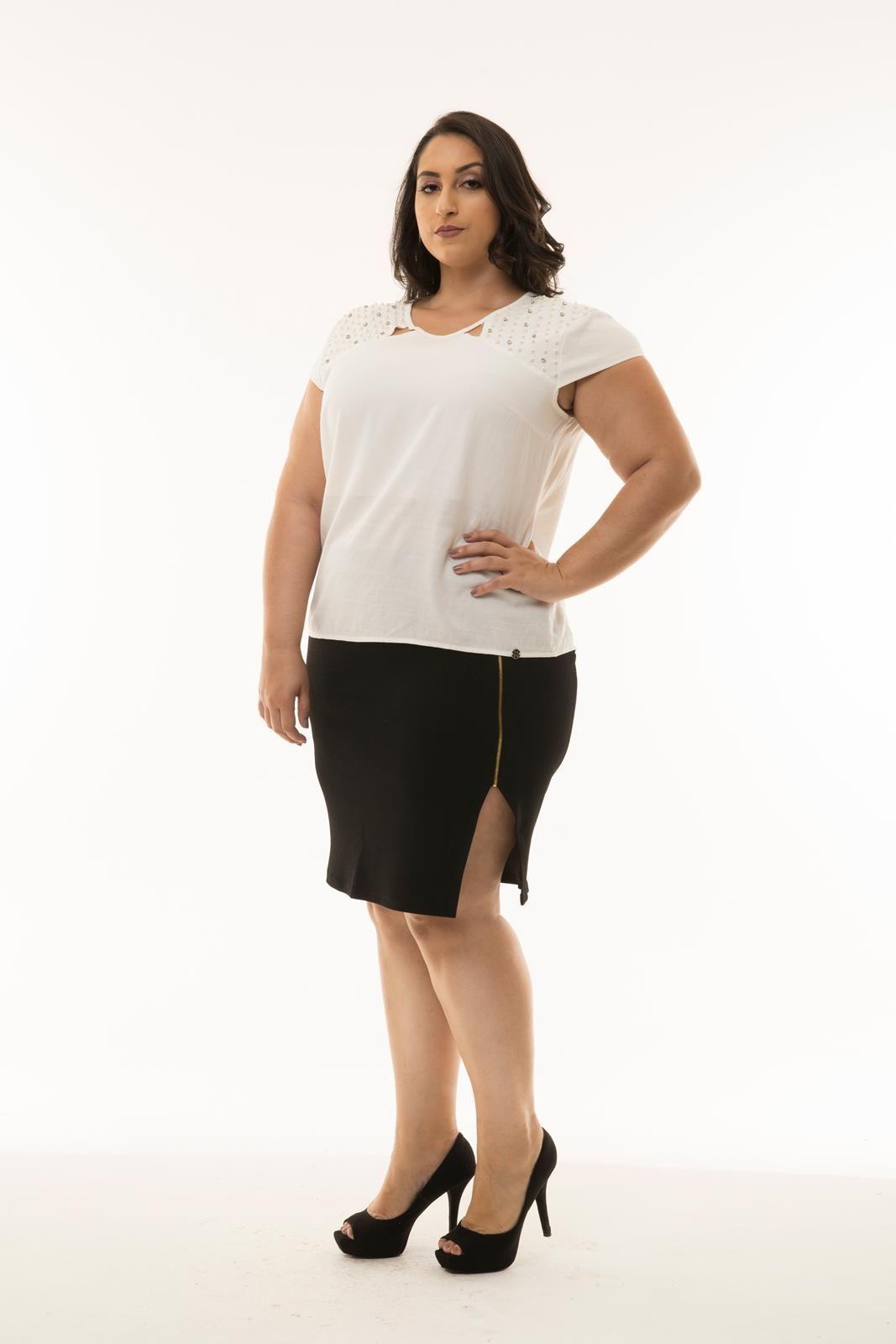 Blusa Plus Size aplicação pérolas