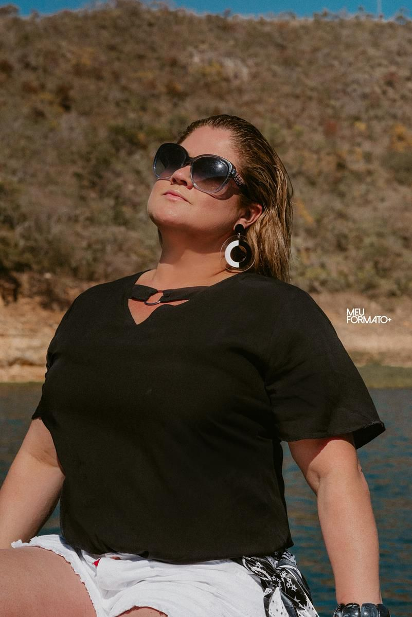 Blusa Plus Size com argola preta