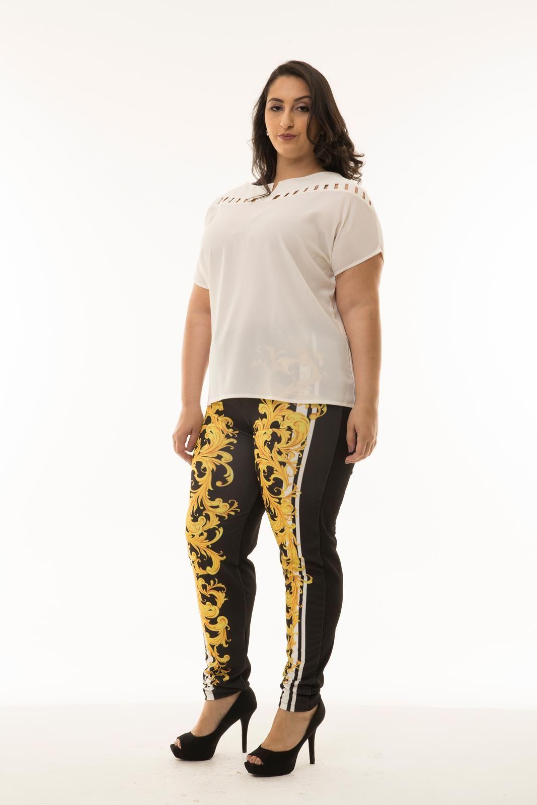 Blusa Plus Size com tiras vazadas
