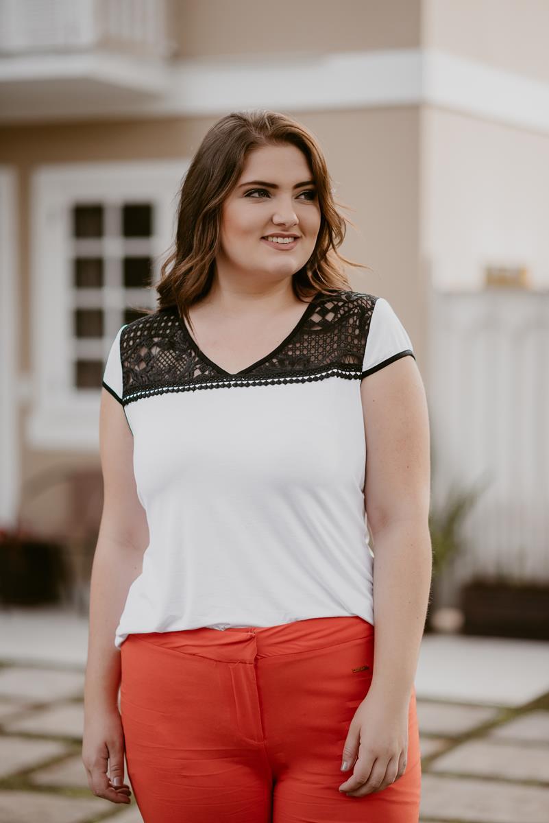 blusa plus size detalhe em renda