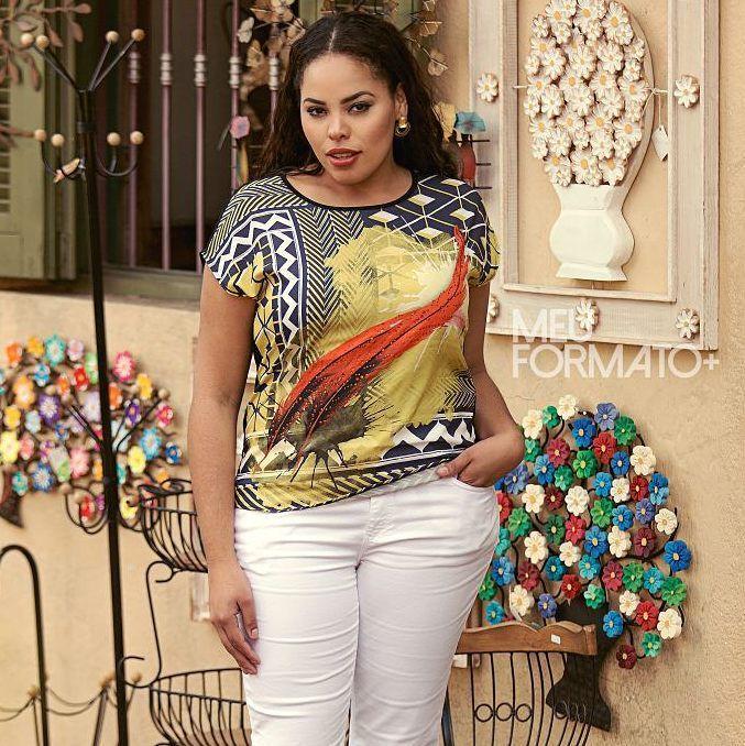 blusa plus size estampada com aplicações