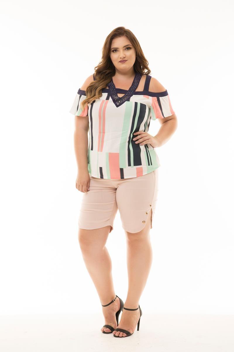 Blusa Plus Size estampada strass