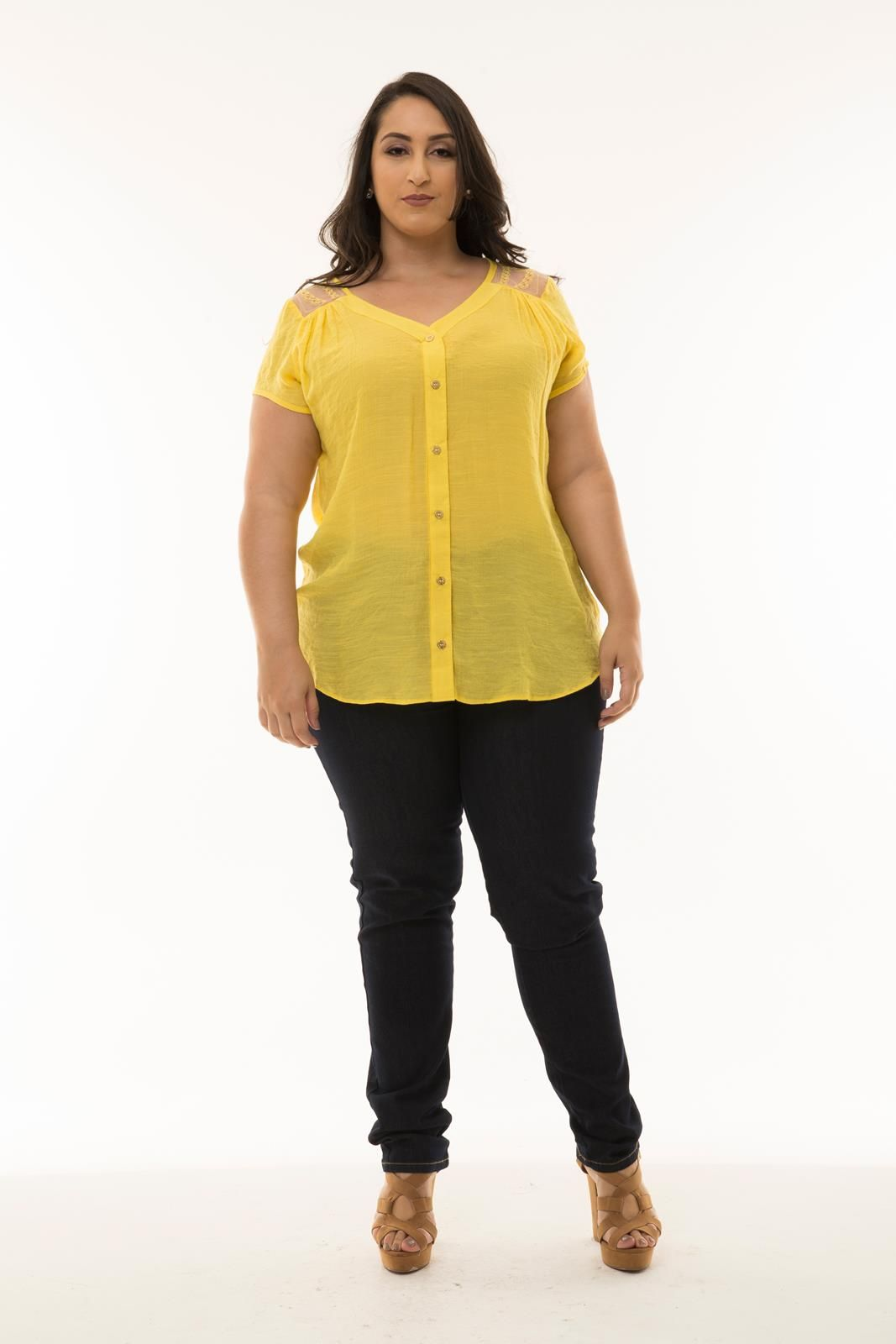Camisa Plus Size manga curta tule bordado