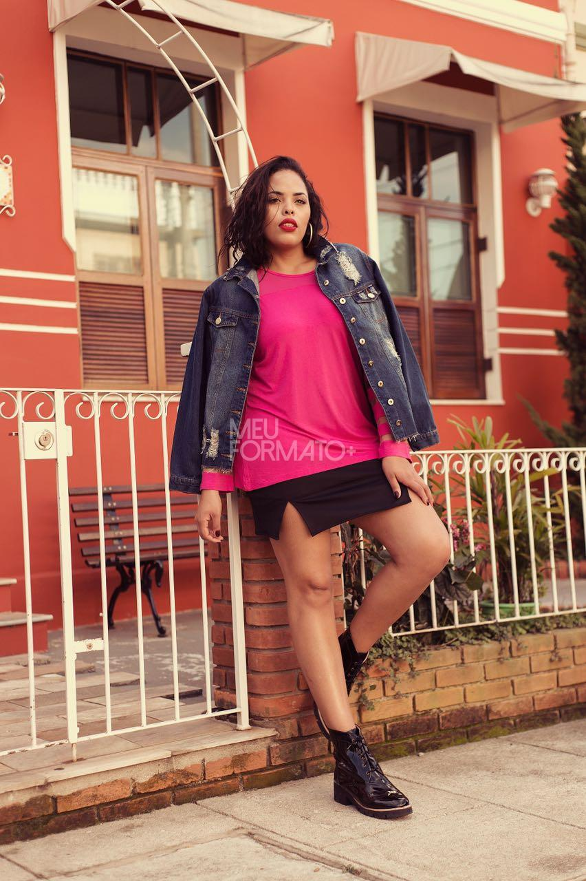 Saia Plus Size curta mini fenda