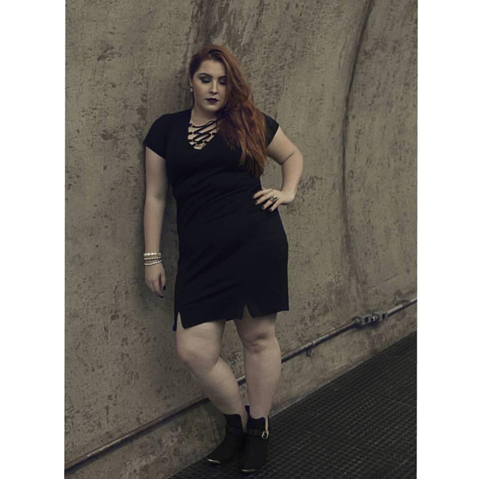 Vestido Plus Size decote transpassado preto