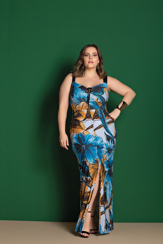 vestido plus size estampado com fenda frontal