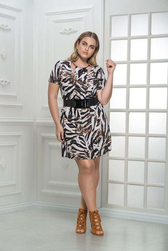 vestido plus size estampado curto