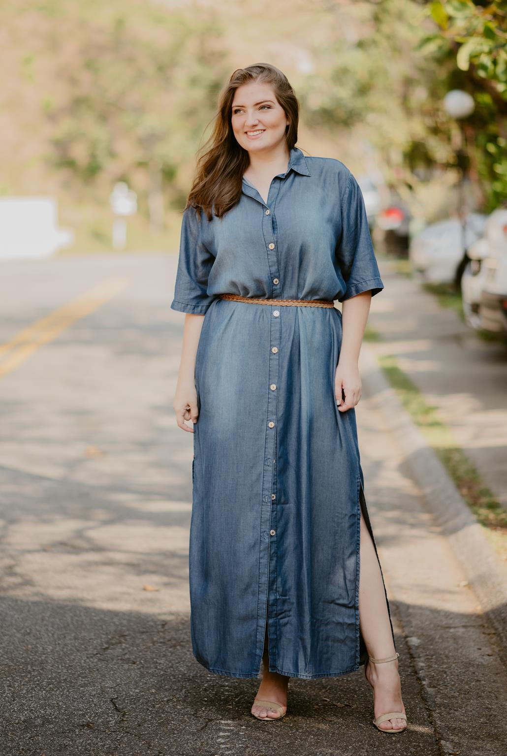 Vestido Plus Size jeans longo com botões