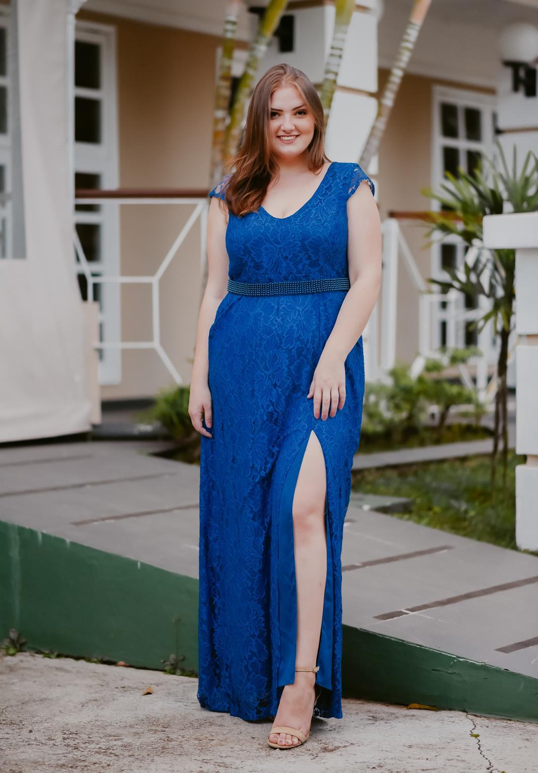 vestido plus size longo de renda