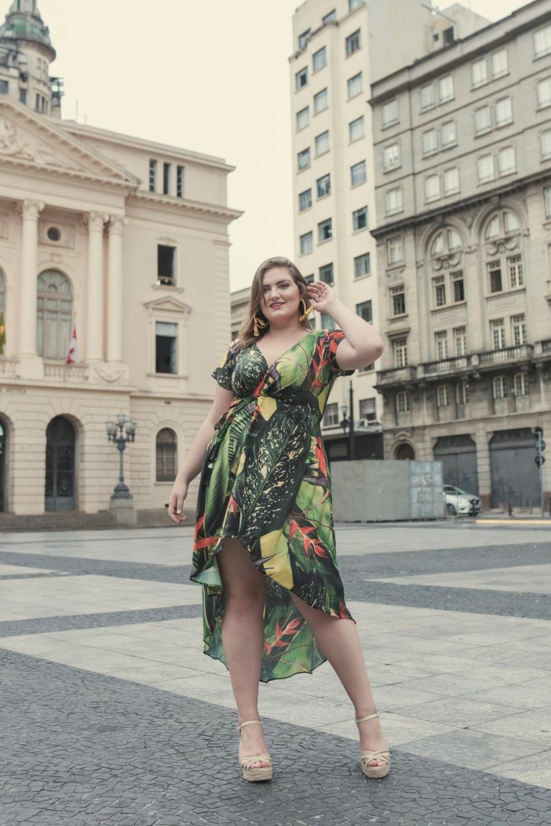 vestido plus size transpassado mullet