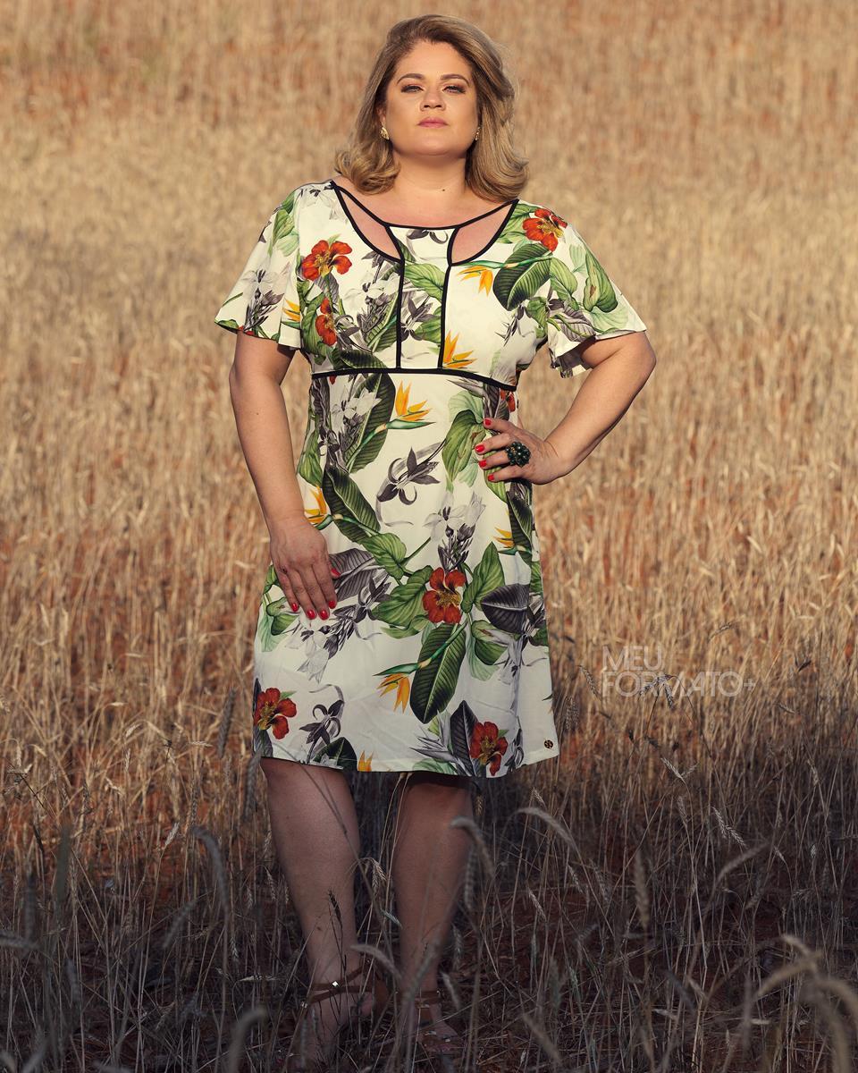 Vestido Plus Size com estampa Tropical