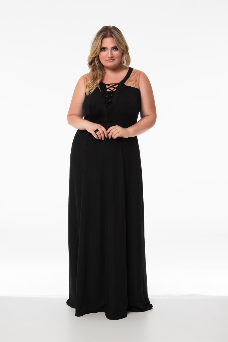 Vestido Plus Size com detalhe em tule e aplicações