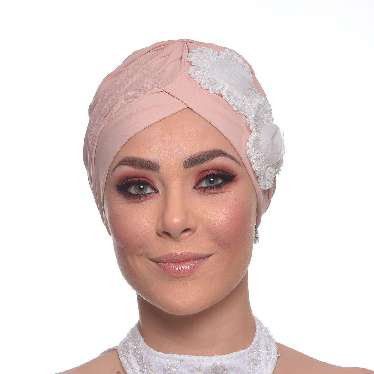 Turbante Fechado Drapeado Rosê com Aplique em Flores de Tule