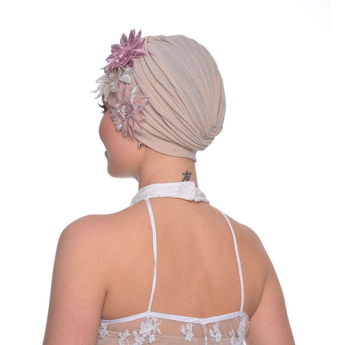 Turbante Feminino em Lurex Rose com Apliques em Rosas Triplo