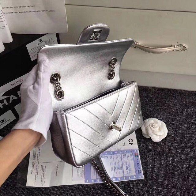 Bolsa Chanel Chevron Prata