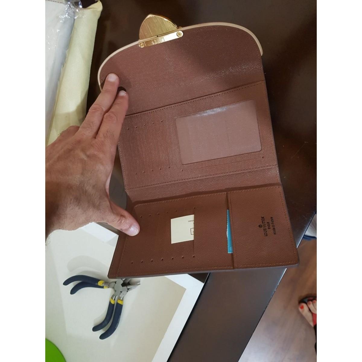 Carteira Louis Vuitton Eugenie