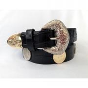 Lançamento - Cinto de Couro Preto  com  apliques dourado e prata  de medalha   - 3cm - Feminino