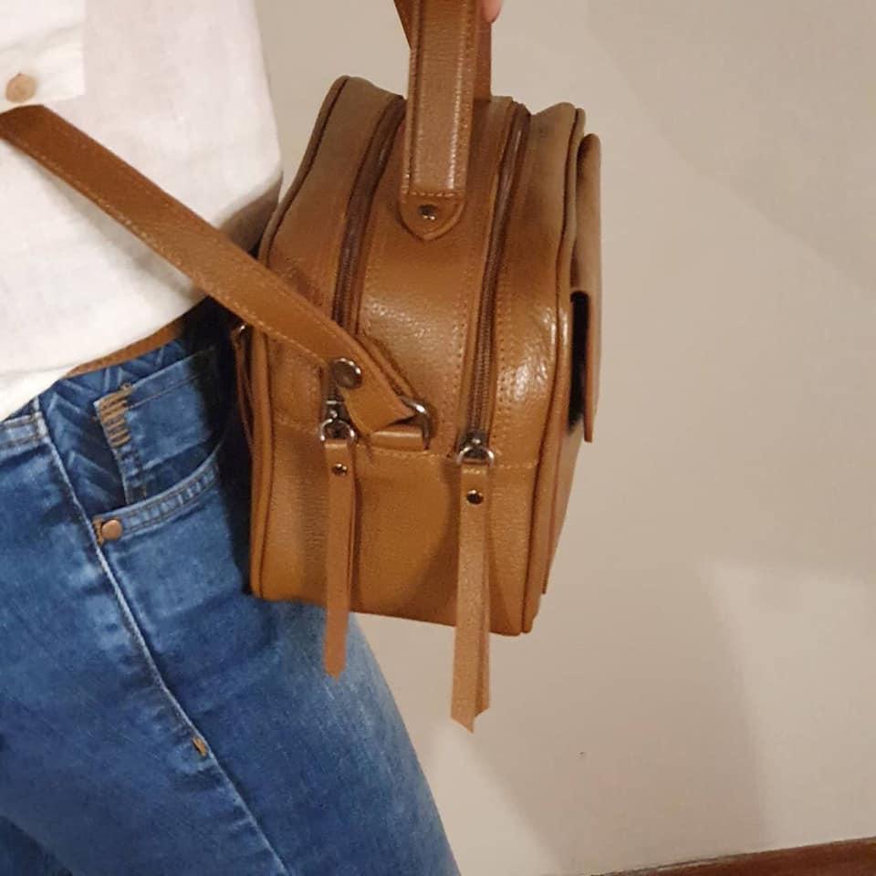 Bolsa Baú de Couro Caramelo - Cintos Exclusivos - Feminino